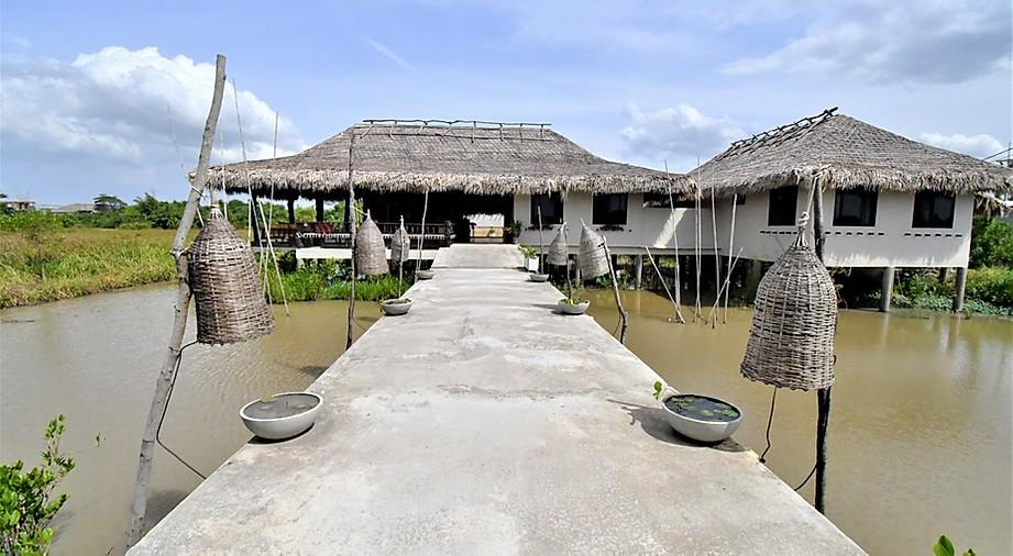 hébergement_insolite_authentique_local_pas_cher_voyager_moins_cher_logement_thailande_thale_noi_lac