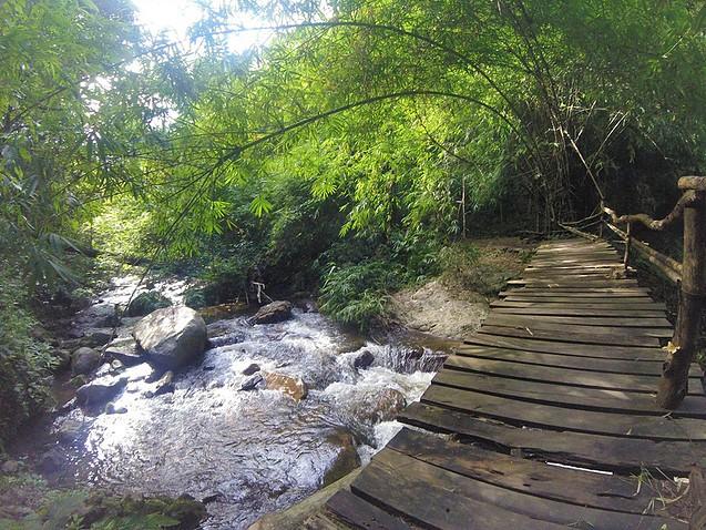 chutes_d_eau_Chae_Son_en_Thaïlande