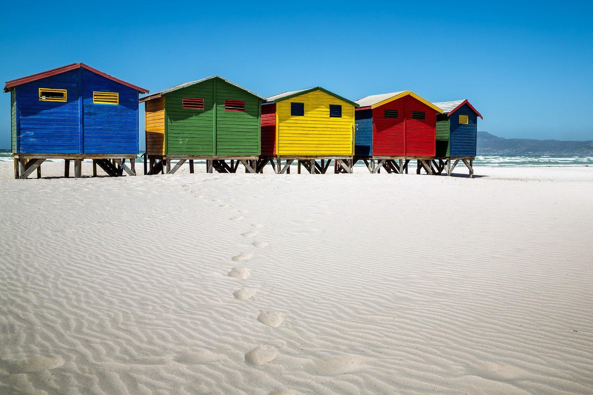 muizenberg_afrique_du_sud_cape_town_le_cap_plage_cabannes_couleurs_voyager_moins_cher