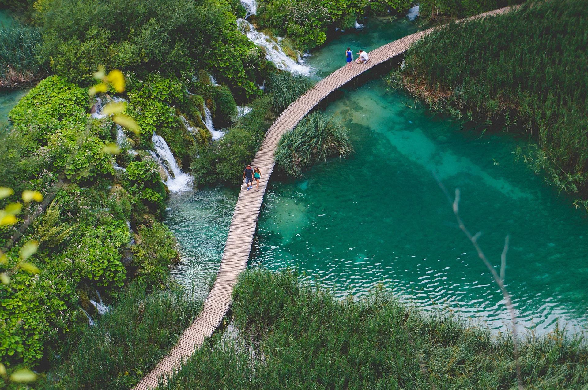 lac_plitvice_croatie_nature_paysage_ponts_cascades_parc_national_voyager_Moins_cher