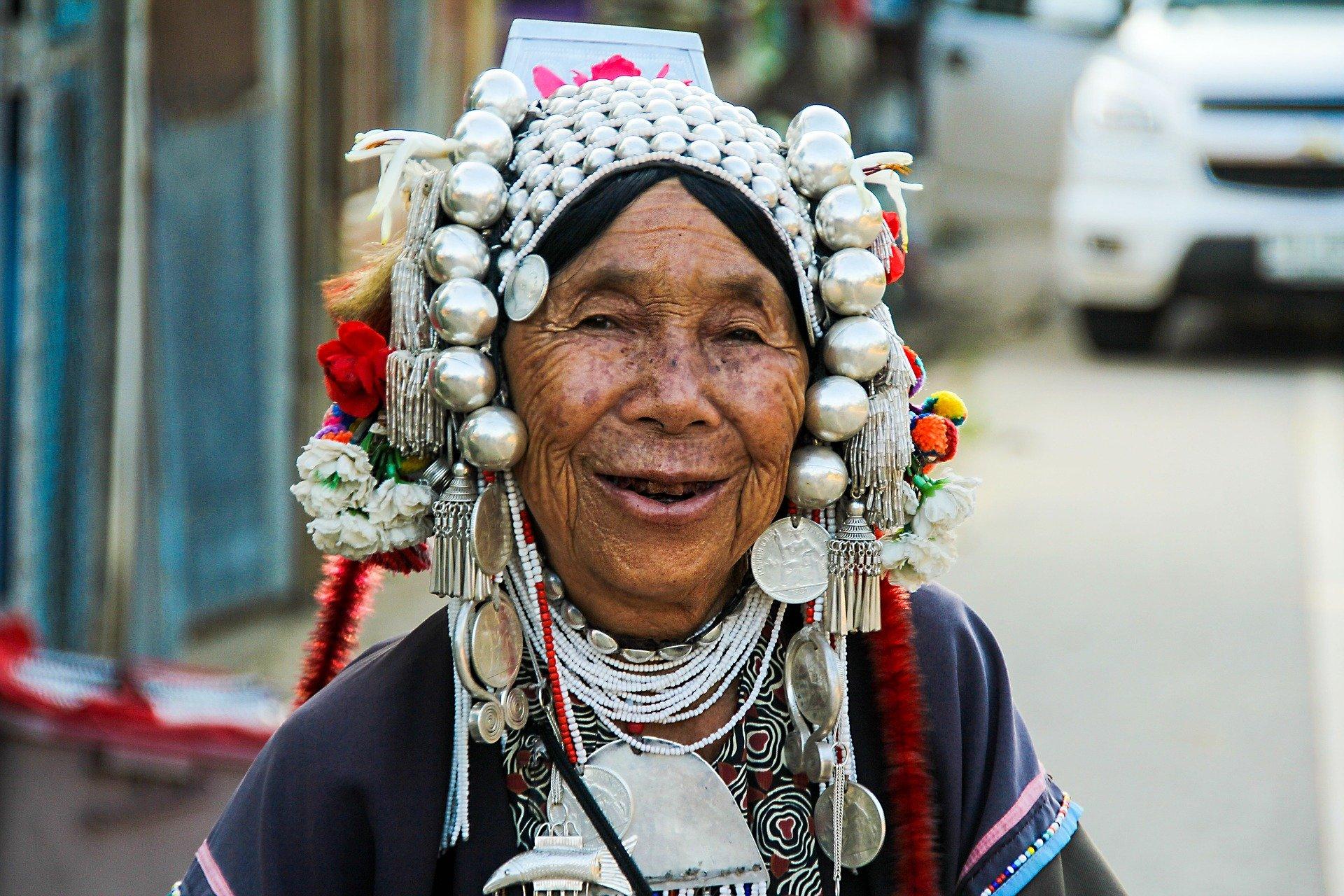 local-ethnie-sourire-habitude