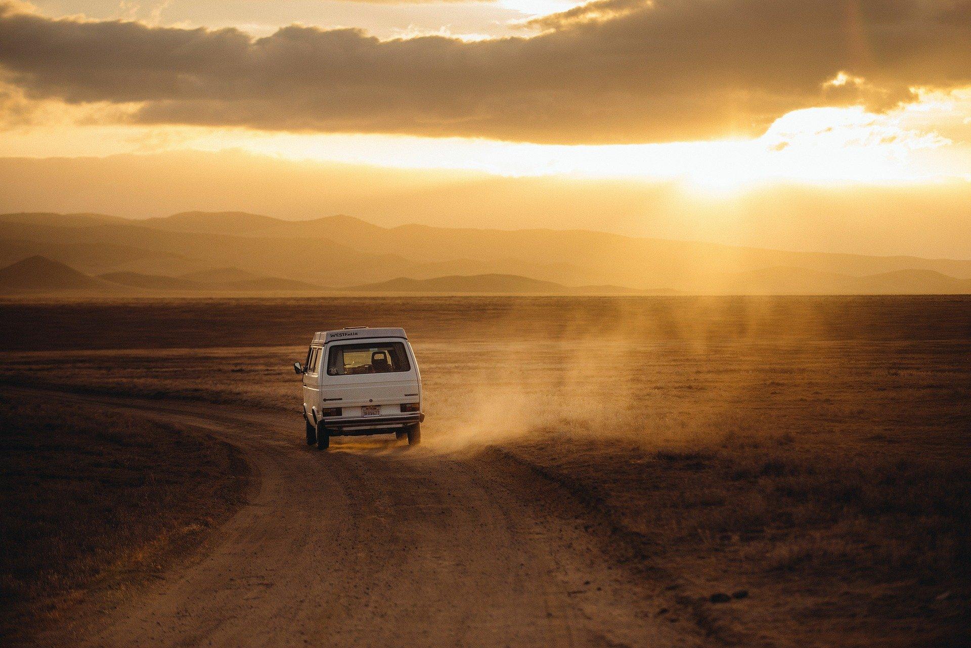voiture-coucher-de-soleil